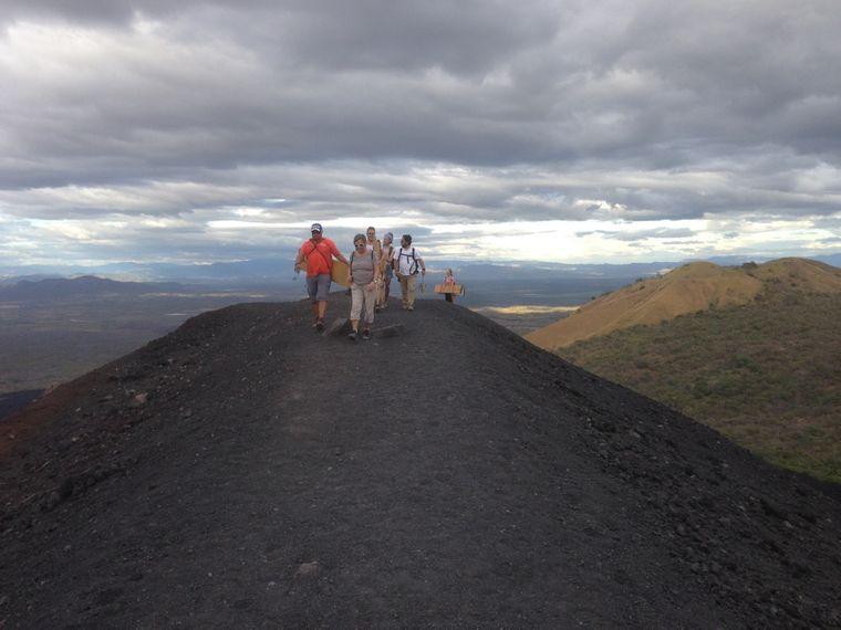 Langer Aufstieg auf den 728 Meter hohen Vulkan Cerro Negro.