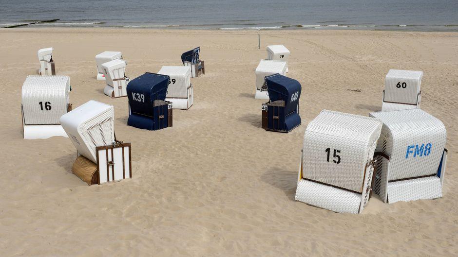 Ein Strand auf Usedom. Bei einem Badeunglück starb ein 51-jähriger Urlauber in der Ostsee. (Symbolfoto)