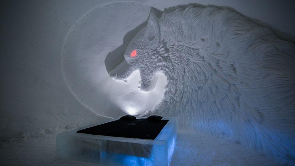 Wer traut sich, unter dem brennenden Blick eines Schattenwolfs zu schlafen?