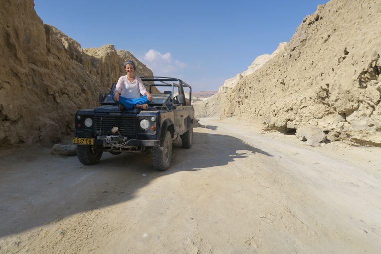 Mit dem Jeep durch die judäische Wüste.