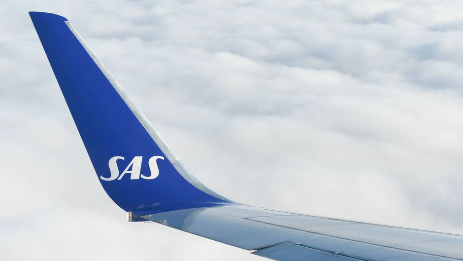 Ein SAS-Flugzeug am Himmel.