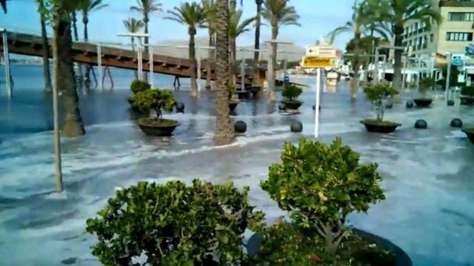 Zwei Stunden lang überschwemmte der Mini-Tsunami die Promenade auf Mallorca.