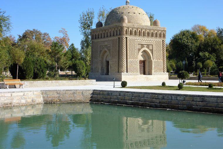 Das Samaniden-Mausoleum in Buchara aus dem 9. Jahrhundert.