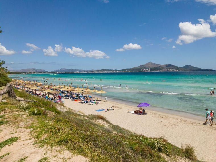Den ersten Platz nimmt die Playa de Alcúdia auf Mallorca ein.