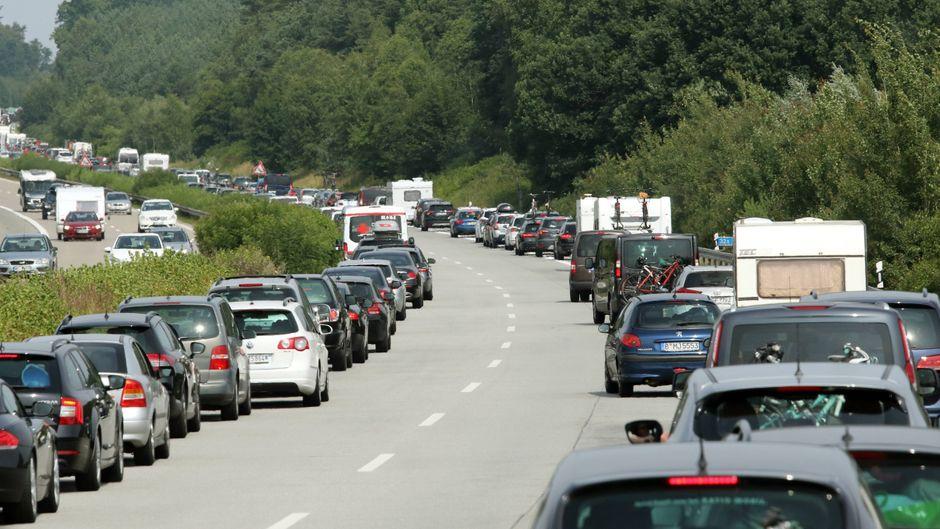 Sommerferien in Deutschland 2020 – der ADAC warnt vor Staus.