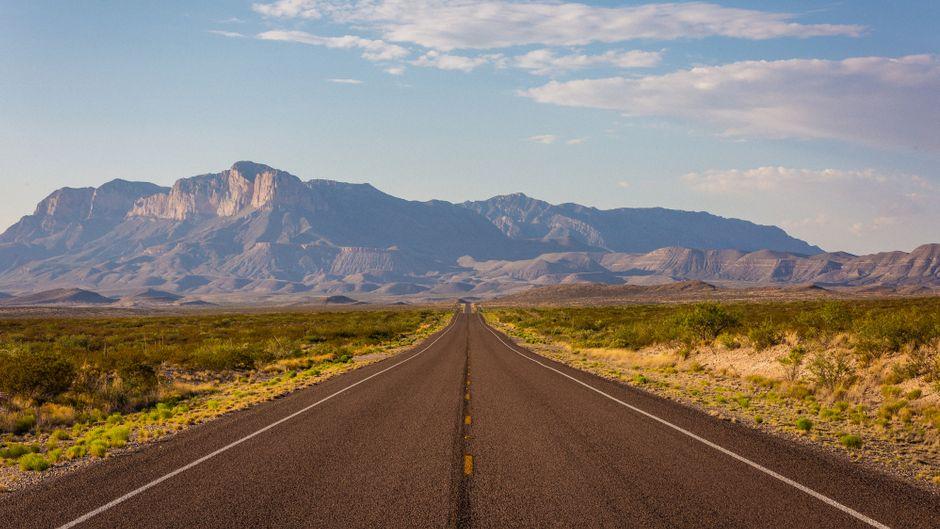 Texas lässt sich am besten bei einem Roadtrip erkunden. Es gibt viele Ziele, die es in dem Bundesstaat im Süden der USA anzusteuern lohnt – aber die Landschaft, wie hier im Big-Bend-Nationalpark, macht auch die Fahrt selbst zu einem Erlebnis.
