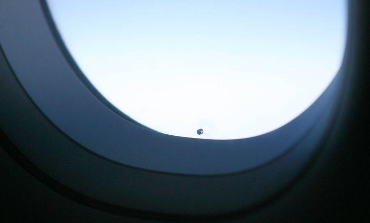 Das Loch in der Fensterscheibe eines A 321.