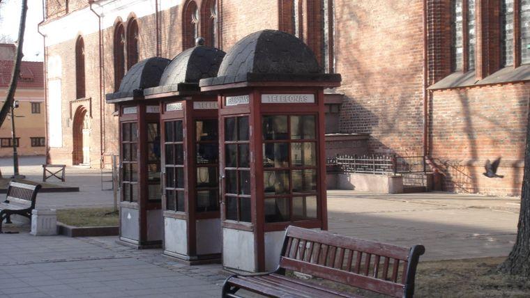 Die verbliebenen Telefonzellen in Kaunas sind aus Holz.