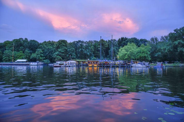 Im Treptower Park findest du auch ein Schiffrestaurant.
