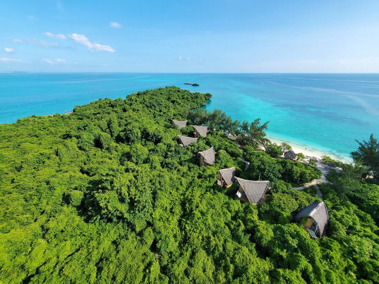Blick auf die Bungalows auf Chumbe Island auf Sansibar.