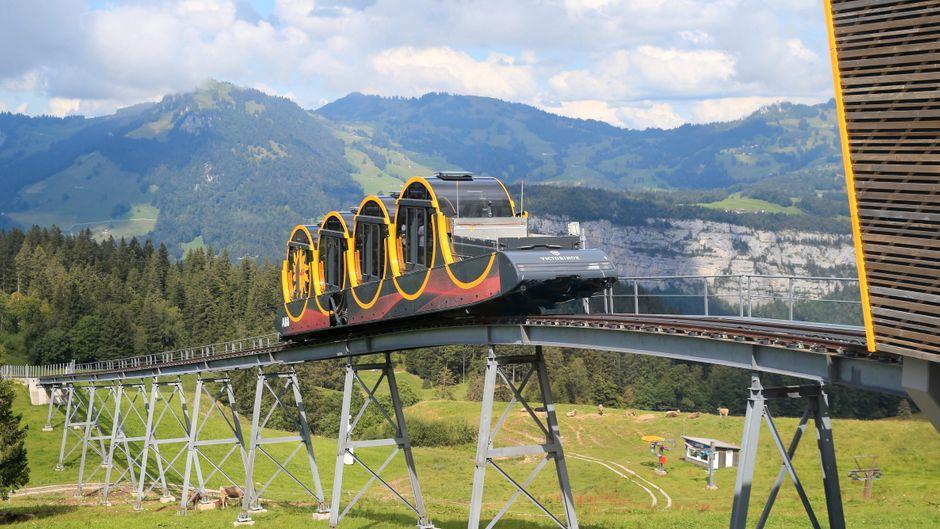 Die steilste Standseilbahn der Welt in der Schweiz ist Weltrekord.