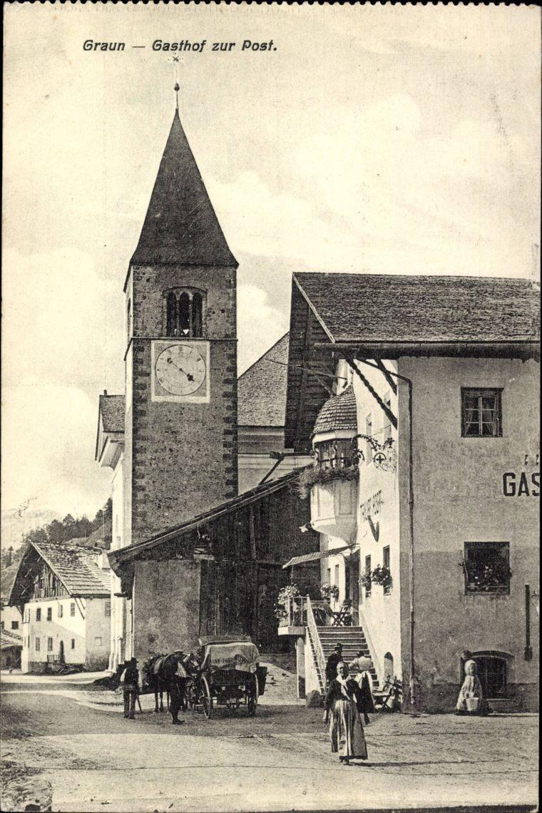 Diese Aufnahme soll das Dorf Graun mitsamt der Kirche vor der Überflutung zeigen.