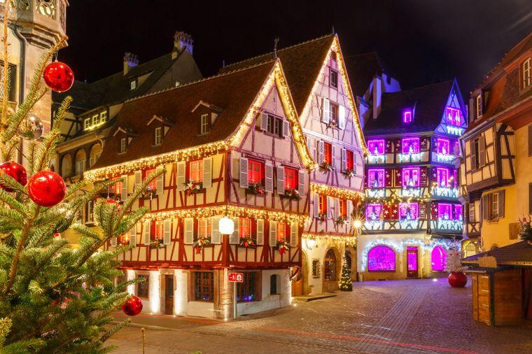 Die märchenhaften Häuser in Colmar sind durch den Weihnachtsschmuck noch hübscher.