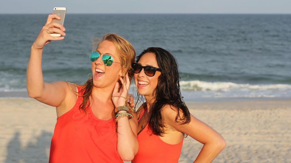 Das Handy im Urlaub nutzen: So bist du auf der sicheren Seite! (Symbolfoto)
