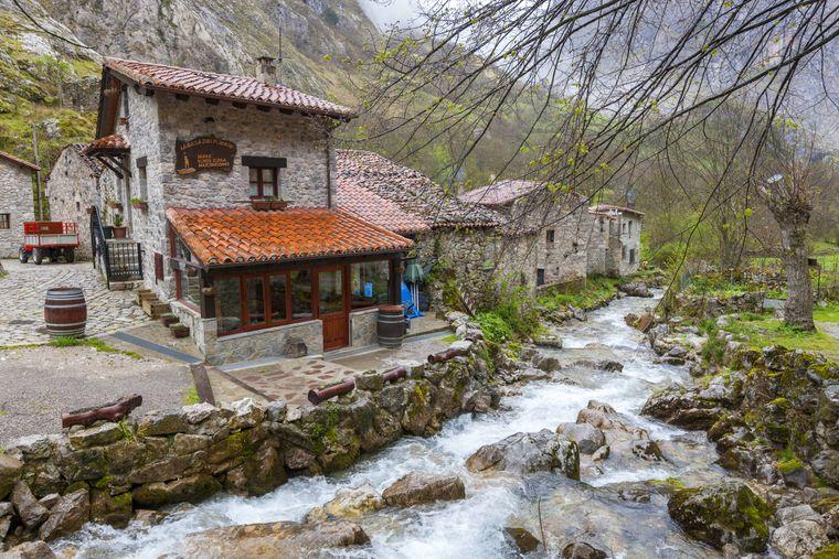 Das kleine Örtchen Bulnes befindet sich mitten im Nationalpark Picos de Europa.