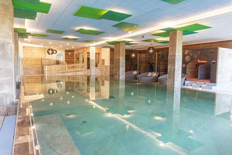 Poolbereich des Hotels Familotel Landhaus zur Ohe im Bayerischen Wald.