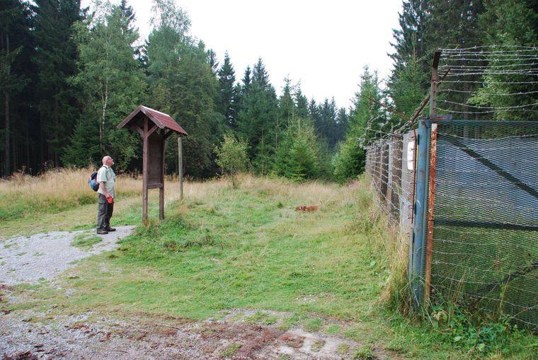 Auf dem Grenzweg durch den Harz: Immer wieder treffen Wanderer dort auf Überreste der Grenzanlagen, Hinweistafeln und Mahnmale.