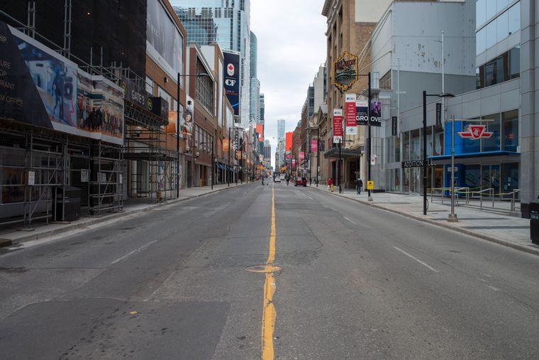 Das Coronavirus hält auch die Menschen in Toronto, Kanada von den Straßen fern.
