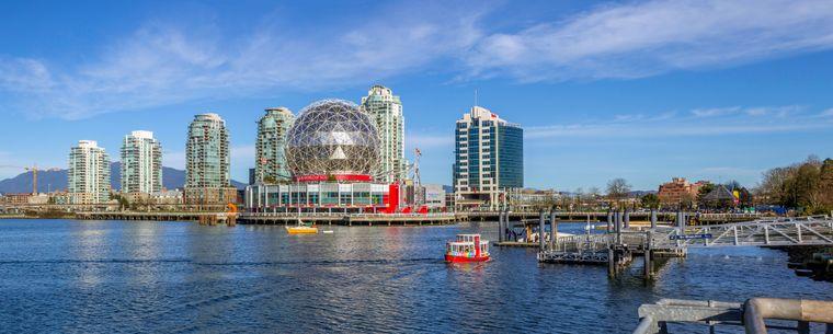 Vancouver hat einen geschäftigen Seehafen, ist beliebte Filmkulisse und belegt Platz sechs der lebenswertesten Städte, …