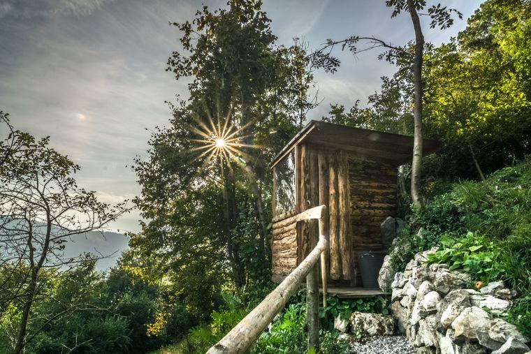 """Tiny House """"Hideout Hill"""" inmitten des slowenischen Soča-Tals."""