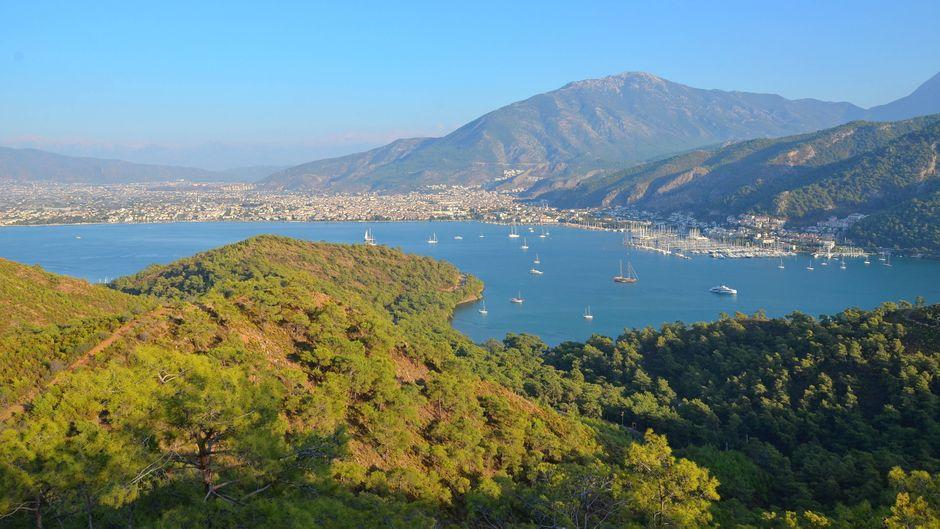 Blick auf die Bucht von Fethiye in der Türkei.