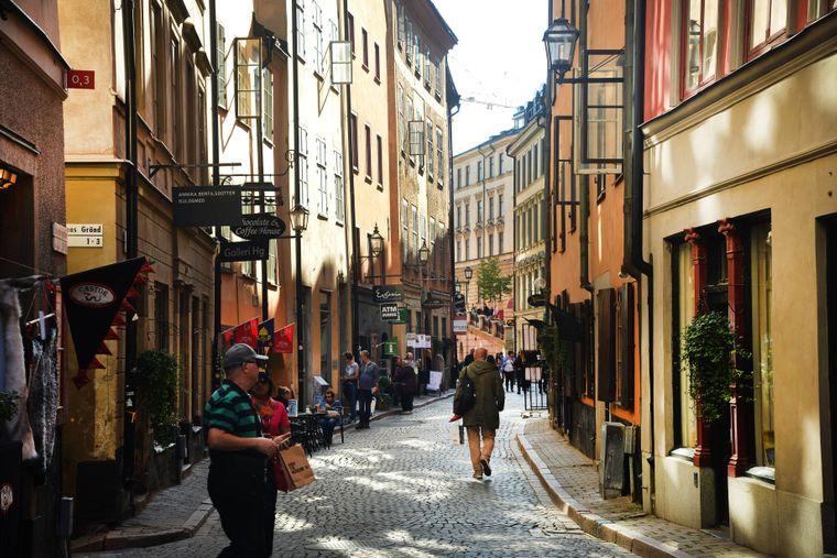 Entdecke die kleinen Gassen in der Altstadt von Stockholm.