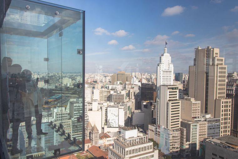 Die neue Aussichtsplattform Sampa Sky im höchsten Gebäude der Stadt hat zwei neue Glas-Boxen in 150 Metern Höhe.