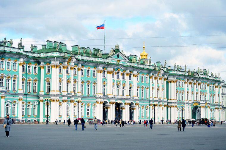 Was seine Sammlung an Gemälden, Skulpturen und Installationen angeht, kann der Winterpalast mit dem Louvre mithalten.