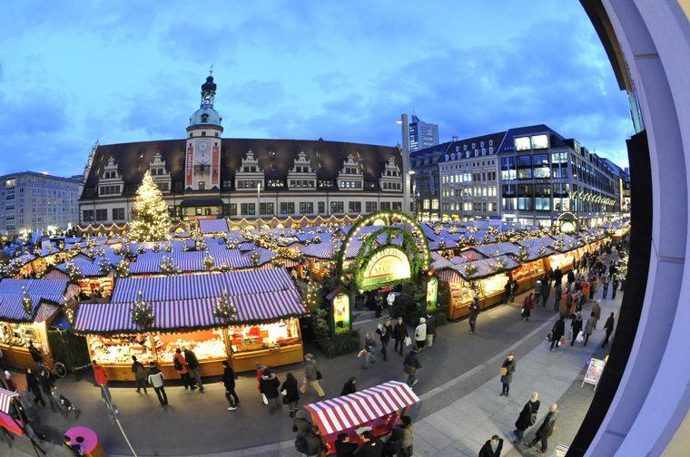 Der Leipziger Weihnachtsmarktes (seit 1458) gilt als der zweitälteste sowie als einer der größten und schönsten Weihnachtsmärkte in ganz Deutschland.