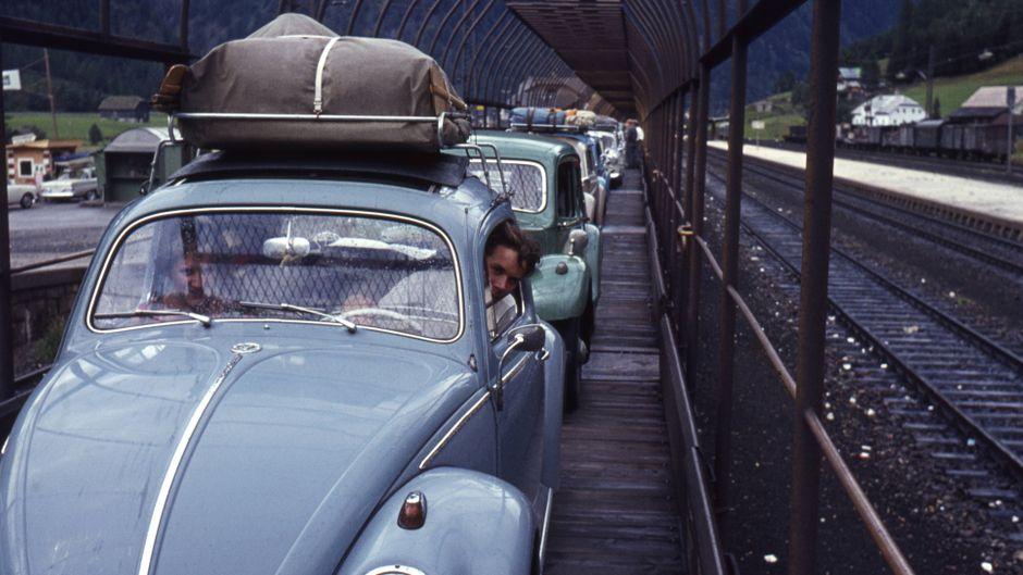 Schon in den 70er-Jahren wurde via Zug aber mit Auto in den Urlaub verreist.