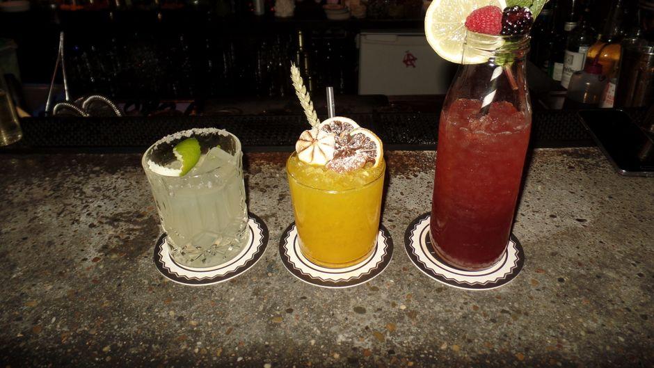 Schicke Cocktails... oder doch lieber Rave? In München ist beides möglich.