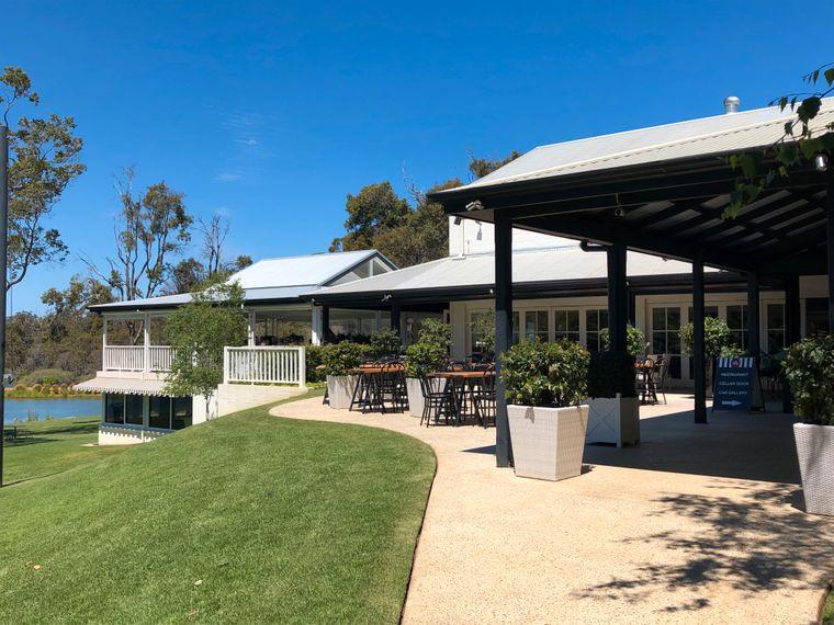 In der Margaret River Region bieten mehr als 120 Weingüter Verkostungen an – das elegante Aravina Estate ist eines davon.