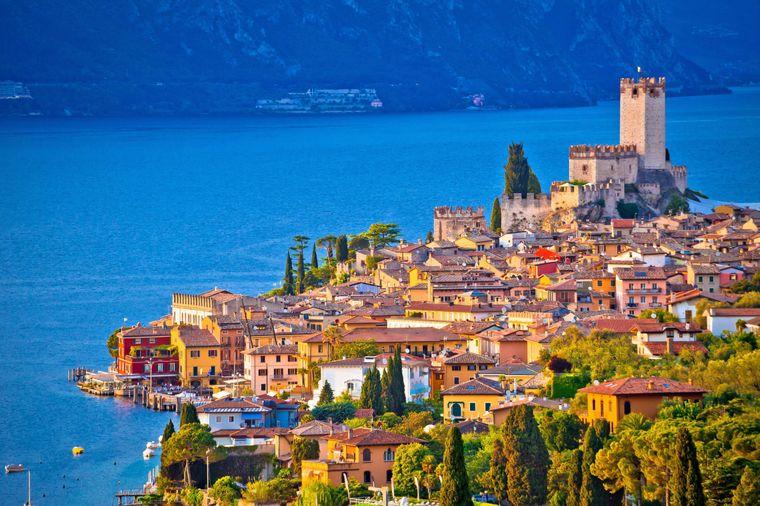 Der Urlaubsort Malcesine liegt am Fuße des Monte Baldo.