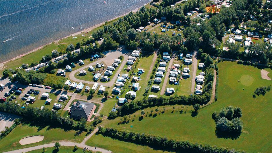 Den Campingplatz Camping Wulfener Hals findest du auf Fehmarn an der Ostsee. Er belegt Platz eins der besten Campingplätze für Paare.