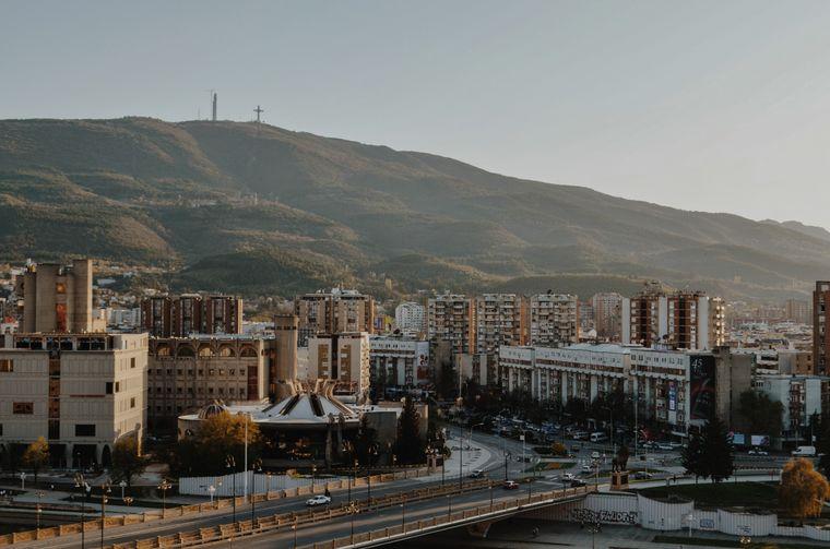 Blick auf Skopje, die Hauptstadt von Nordmazedonien.