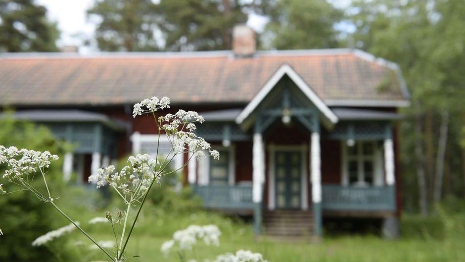Ein Holzhaus im Kurort Sätra Brunn in Schweden. Das ganze Dorf steht aktuell zum Verkauf.
