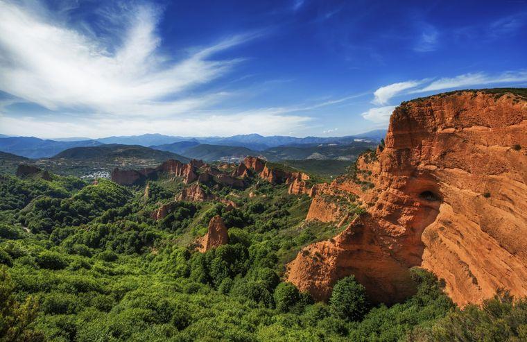 Vista desde Orellon Belvedere, Parque Natural Los Medullas, Españamago Images / Daniels Santoscolleri