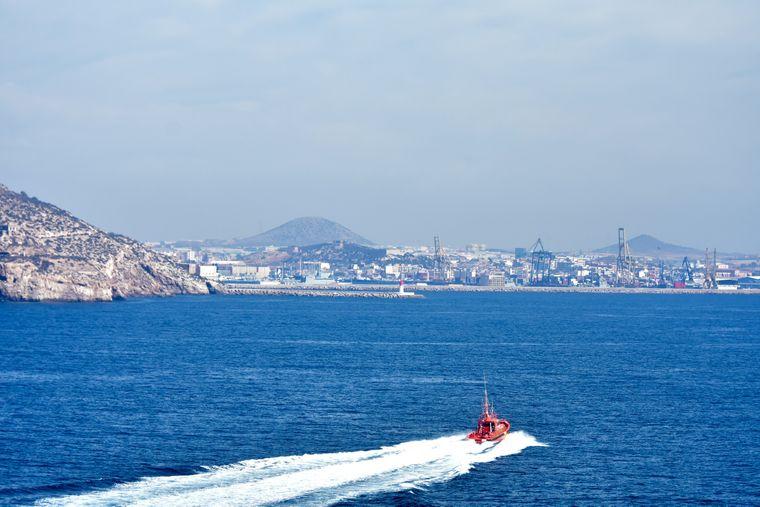 Ein Passagier an Bord des Schiffes war schwer erkrankt und musste schnellstmöglich an Land.