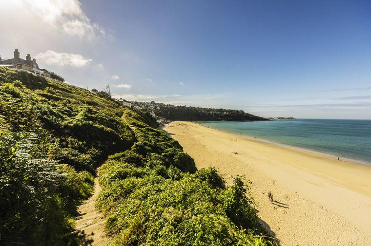 Weiter Sandstrand bei St. Ives in England