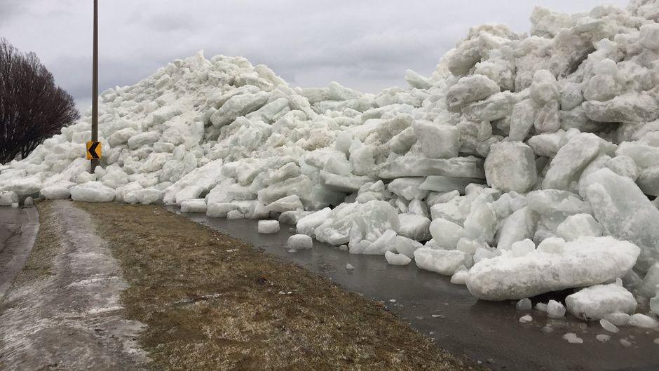 Die Eisberge türmten sich bis zu sieben Meter hoch.