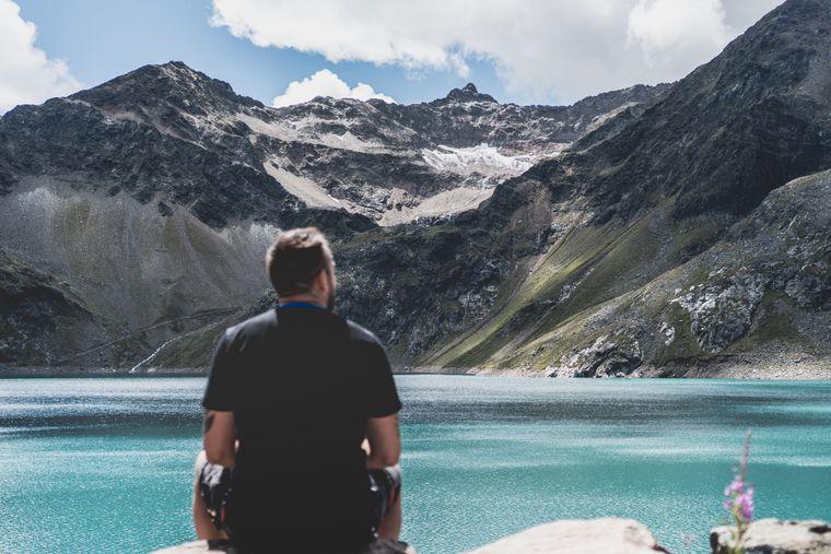 Im Sommer locken die Alpen in Österreich etliche Urlauber zum Wandern.