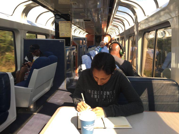 Während ihrer Reise schrieb Monisha ihre Erlebnisse auf – daraus entstand ein Buch.