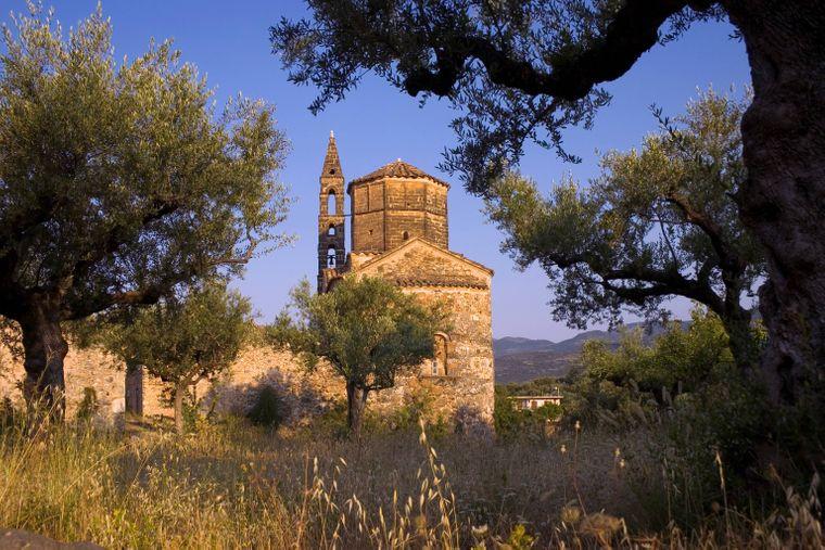 Steinkirche – Agios Spyridon – in der Altstadt von Kardamili.