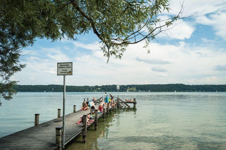 An so manchem Ort am Starnberger See haben Reisende noch die Chance, einsame Badestellen zu entdecken.