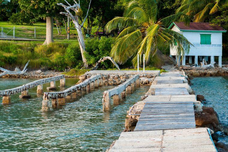 Ein altes Fischer-Dock auf der Isla de Providencia in Kolumbien.