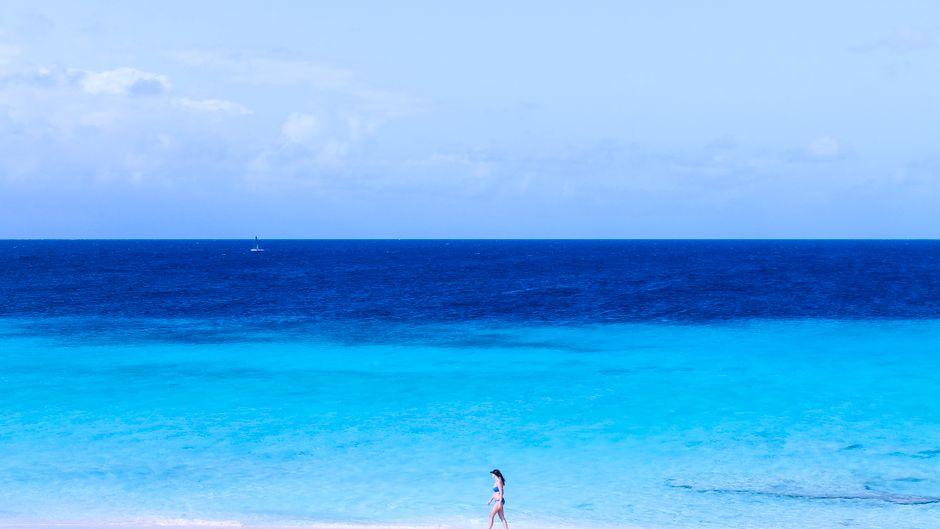 Der Strand von Klein Curaçao ist traumhaft, die Geschichte der Insel ist das Gegenteil.