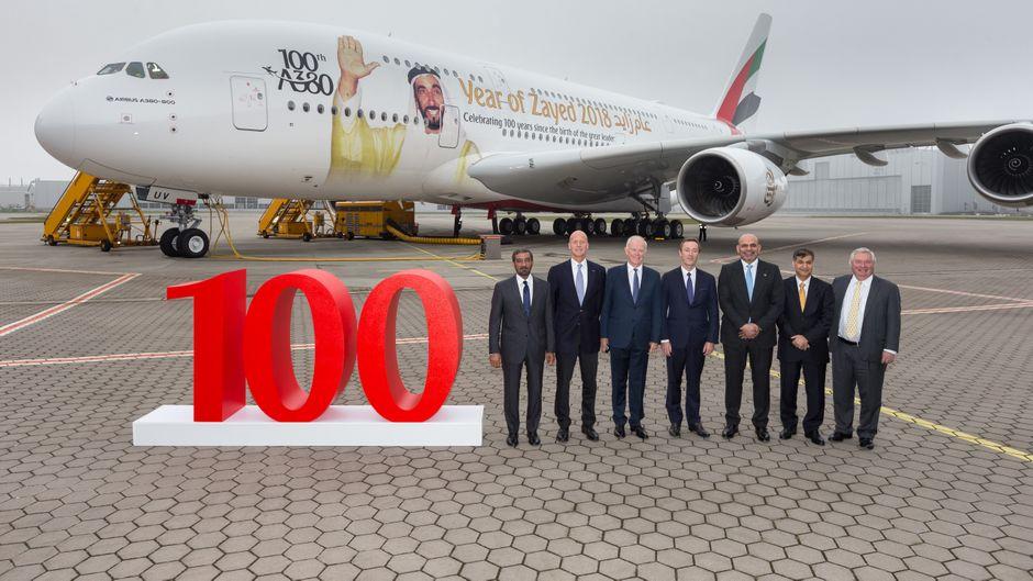 """Die arabische Fluggesellschaft """"Emirates"""" feiert die 100. Airbus A380."""