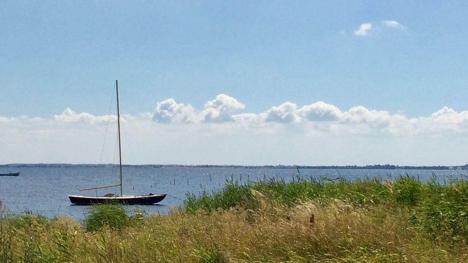 Typisch dänisch: Boote, Meer und wilde Küsten - und dann dieses unbeschreibliche nordische Licht, das seit Jahrhunderten Künstler magisch anzieht.