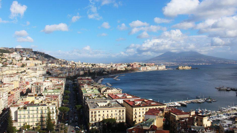 Der Vesuv trohnt über Neapel: Zuletzt brach er 1944 aus.
