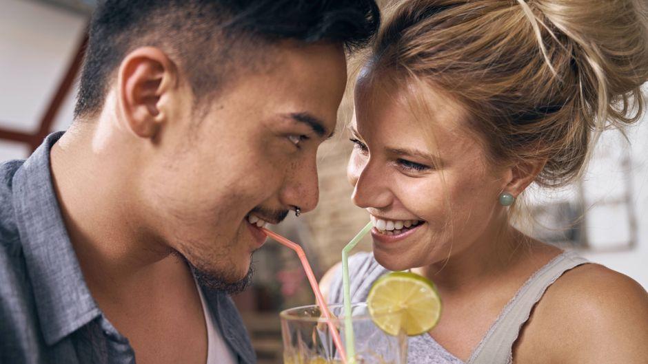 Welcher Akzent heizt den Flirt auf Englisch noch mal besonders an? (Symbolfoto)